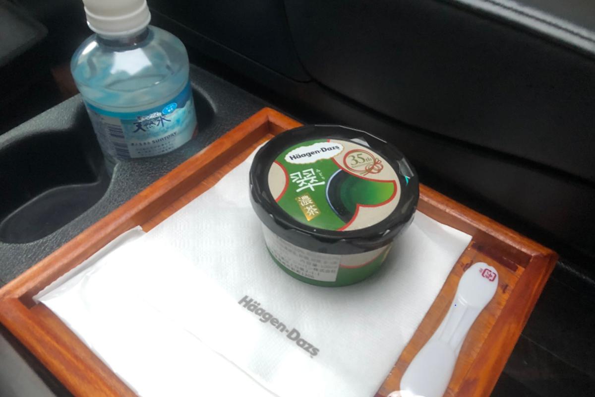 ハーゲンダッツを車内で提供